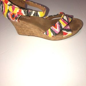 Women toms colorful print wedge sandals size 10